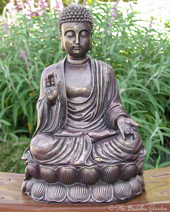 Attirant Chinese Buddha Statue With Antique Finish
